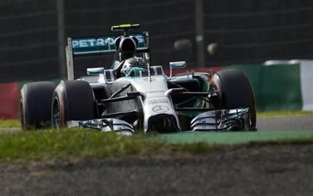 Nico Rosberg saldrá desde la pole si el tifón lo permite