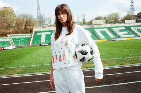 Yoox crea una colección de camisetas y sudaderas para el mundial y Delpozo representa a España