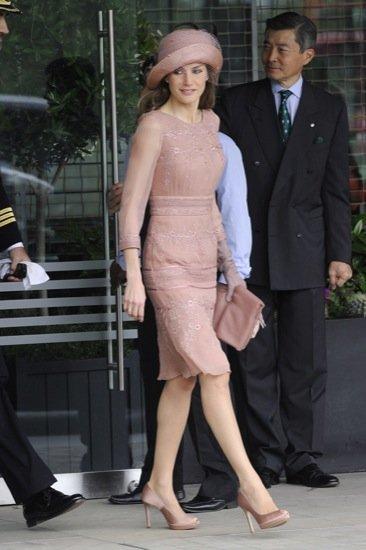 El príncipe Felipe y la princesa Letizia se dirigen a la boda real del príncipe Guillermo y Kate Middleton