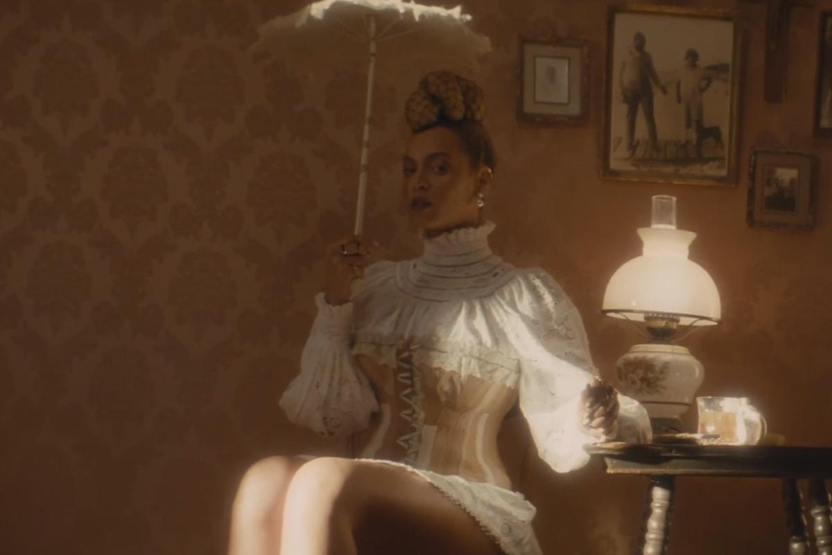 Foto de Vestuario de Beyoncé en Formation (6/21)