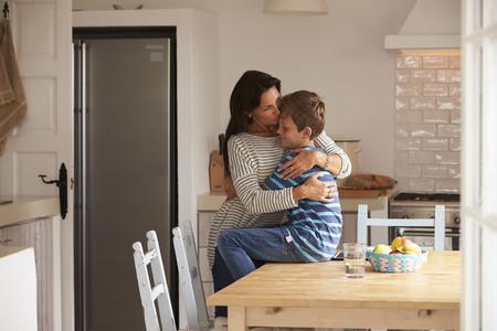 Recomendaciones de la AEP para cuidar la convivencia con los hijos adolescentes durante el confinamiento