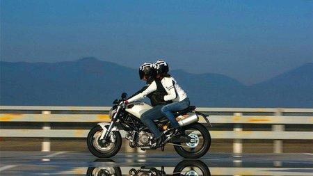 Honduras prohibe llevar pasajero en moto