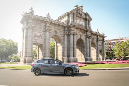 BMW Serie 1 2020 en ciudad