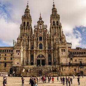 Gastroguía de Santiago de Compostela: qué comer en la capital gallega (y qué restaurantes no debes perderte en la ciudad xacobea)