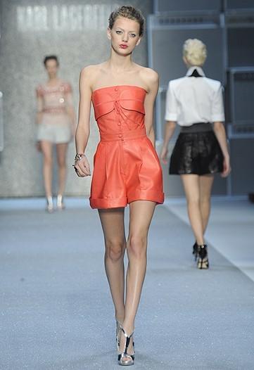Foto de Karl Lagerfeld, Primavera-Verano 2010 en la Semana de la Moda de París (11/15)