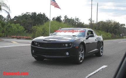 El Chevrolet Camaro, ahora espiado en negro