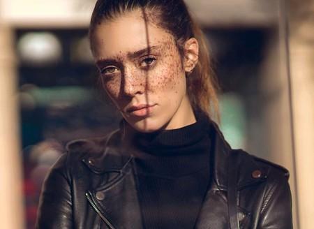 En busca de bellezas atípicas: así es la modelo que ha puesto las pecas de moda
