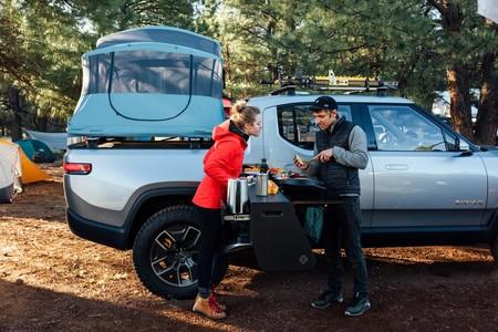 Aún no salen a la venta  sus vehículos y Rivian lanza su primera versión camper