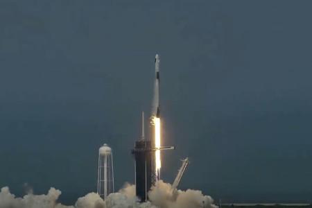 ¡Elon Musk hace historia! SpaceX envía al espacio los primeros astronautas de la NASA desde los EE.UU. en casi una década