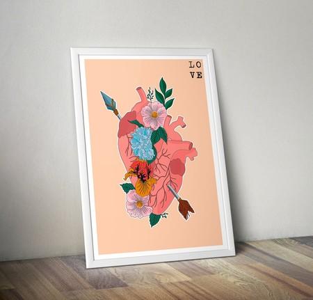 Lámina corazón y flores que hemos visto en Etsy. Y puede ser tuya por 18,00 euros.