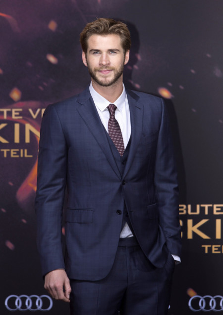 Liam Hemsworth y Josh Hutcherson acompañan a Jennifer Lawrence en la première de Sinsajo 2 Parte