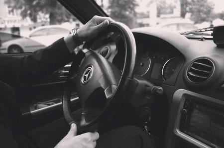 Un vehículo con chófer