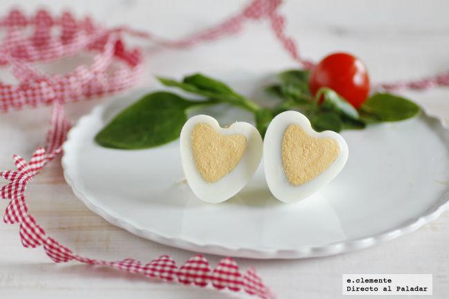 C mo hacer huevos coraz n para decorar tus platos en san - Decoracion de platos ...