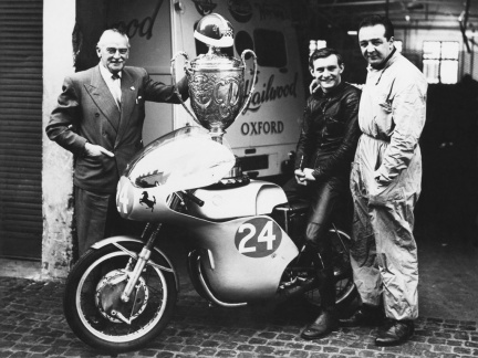 Ducati 250 twin y Mike Hailwood