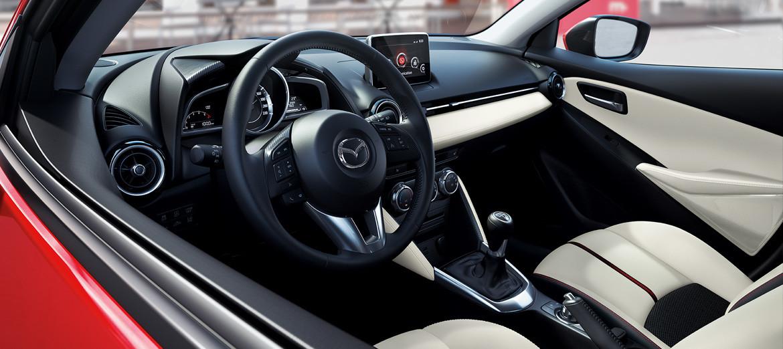 Foto de Mazda 2 Sedán (14/16)