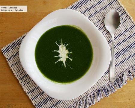 Sopa de espinacas. Receta ligera