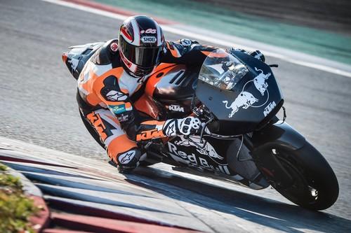 Y ahora ya es oficial, KTM lanza las primeras imágenes de la RC16, su primera MotoGP