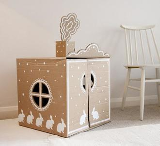 Una buena idea: convierte una caja de cartón en una preciosa casita de juegos