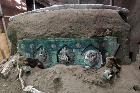 Carro descubierto en Pompeya