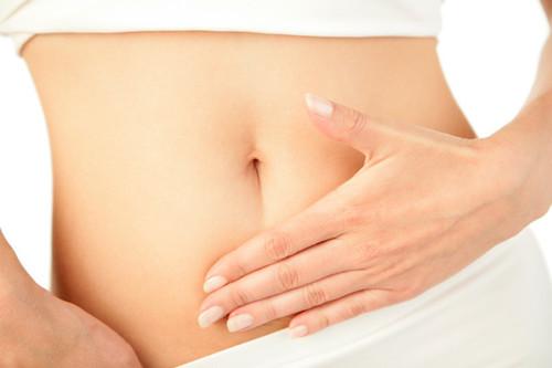 Siete alimentos que te ayudan a evitar la inflamación abdominal (y otros cinco que tienes que esquivar)