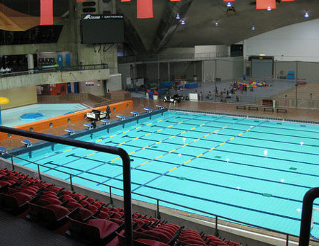 Nadar es muy saludable, pero ten cuidado si lo haces en piscinas públicas