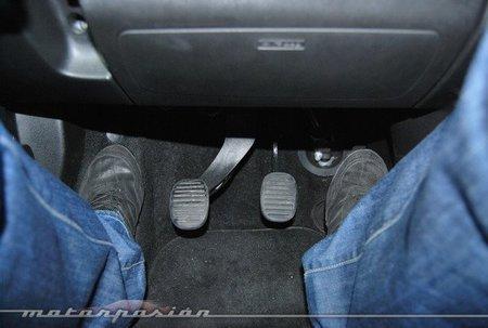 No alcanzo los pedales del auto