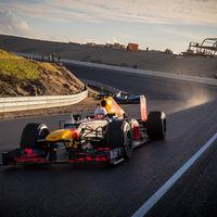 Así de majestuoso luce el renovado circuito de Zandvoort en este vídeo con Max Verstappen a los mandos del RB8