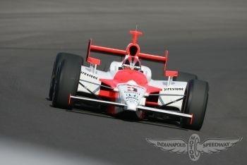 Helio Castroneves se hace con la pole para las 500 Millas de Indianápolis