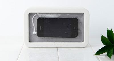 Muji Stripped, altavoz a prueba de agua con compartimento para el teléfono