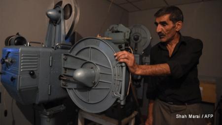 Un hombre se jugó la vida para salvar 7.000 películas en Afganistán que ahora se están digitalizando