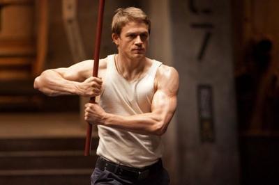 Charlie Hunnam será el Rey Arturo de Guy Ritchie