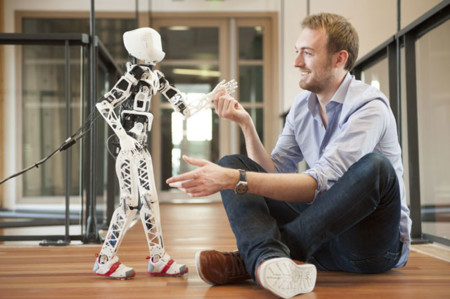 A estas personas les llamaron locos por crear con sus propias manos 13 robots de la era maker