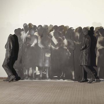 Galería Orellana-5 nos propone decorar en otoño con obras fundamentadas en el ser humano y la escultura española