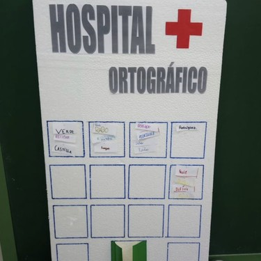 Una profesora 'abre un Hospital Ortográfico' para enseñar a escribir a sus alumnos: una iniciativa motivadora