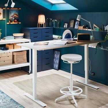 Siete escritorios con los que podemos trabajar sentados o de pie y las ventajas que ofrecen