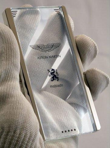 Mobiado CPT002, el concepto de móvil de lujo transparente para Aston Martin