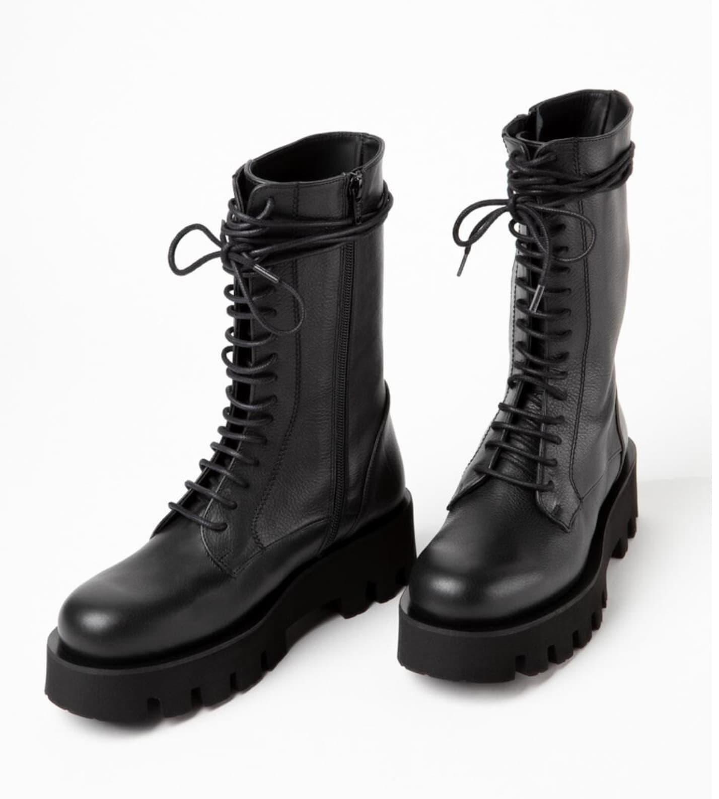 Botas de mujer en negro con cordones