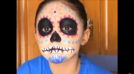 Tutorial de maquillaje para Halloween: cómo pintar una calavera mexicana en la cara de los niños