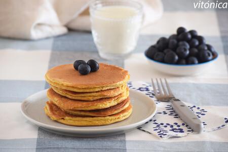 Tortitas fitness de almendra y mantequilla de cacahuete: receta saludable baja en hidratos sin gluten