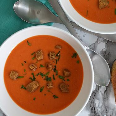 Sopa de jitomate y alubias en olla de cocción lenta. Receta