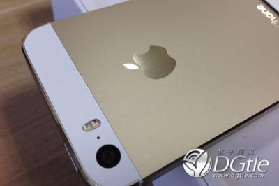 """Empiezan a llegar las primeras imágenes de """"unboxings"""" del iPhone 5s y 5c"""