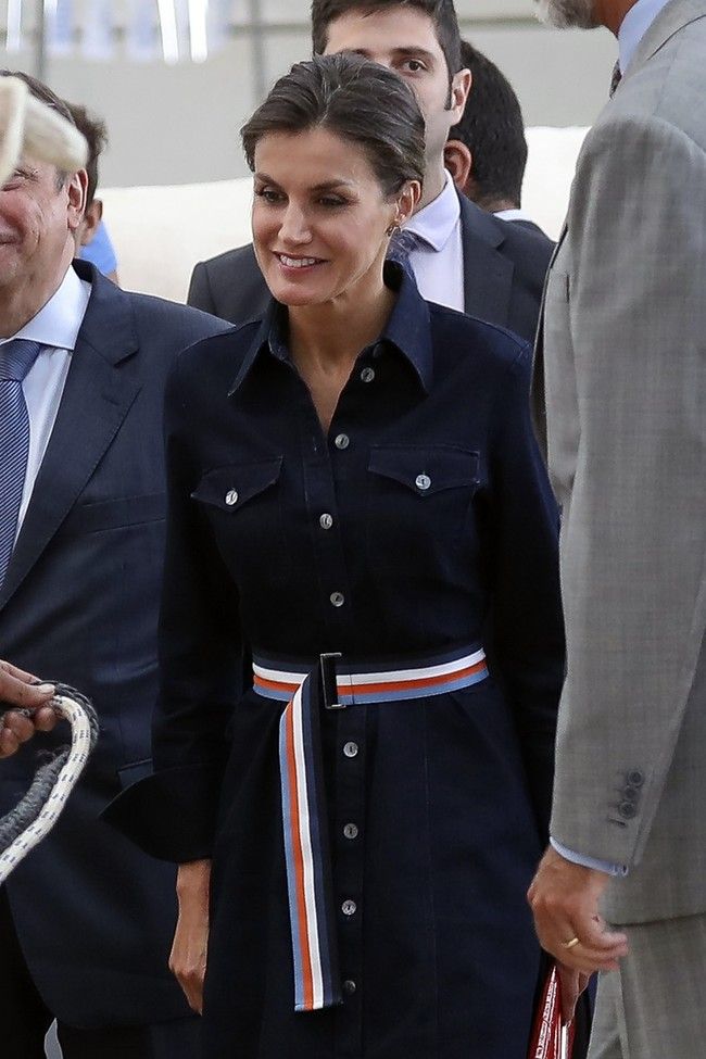 La Reina Letizia vuelve a la agenda oficial con su imagen más simpática, en la feria de ganado Salamaq´18