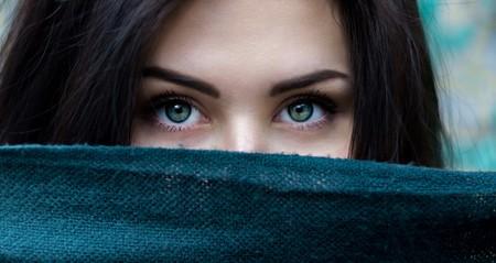 Si te preocupa terminar el verano con nuevas manchas, deberías saber que evitarlas no solo depende de tu fotoprotector