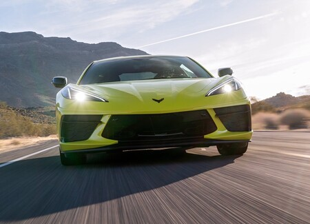 Chevrolet Corvette C8 Stingray 2020 1600 4d