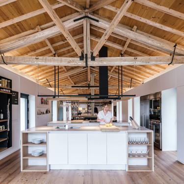Un establo en Cantabria reconvertido en una preciosa casa de pueblo