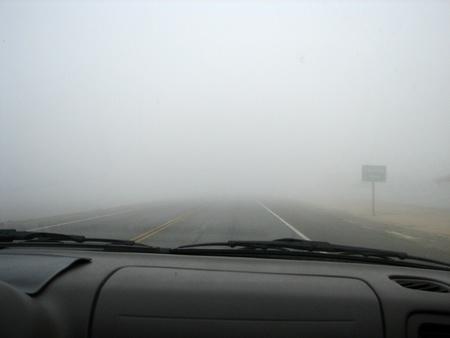 Niebla muy intensa en la carretera