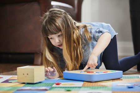 ¿Regalo un tablet o un robot a un niño? Mitos, realidades y juguetes recomendados sobre la tecnología para niños