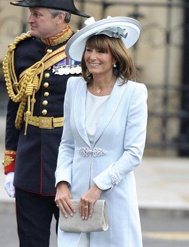El look de Carole Middleton, la madre de la novia, en la Boda del príncipe Guillermo y Kate Middleton