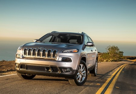 FCA llama a revisión 100,000 Jeep Cherokee por problemas en la transmisión
