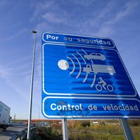 Un nuevo radar de tramo se estrena en Madrid en la A-5: con límite primero a 70 km/h y después, a 50 km/h